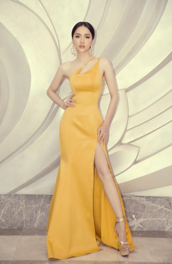 <p> Chiều 6/3, Hương Giang tham gia vào vòng Bán kết của cuộc thi Hoa hậu Chuyển giới Quốc tế 2019 diễn ra ở Thái Lan. Cô đã đồng hành cùng cuộc thi những ngày qua với nhiều hoạt động.</p>