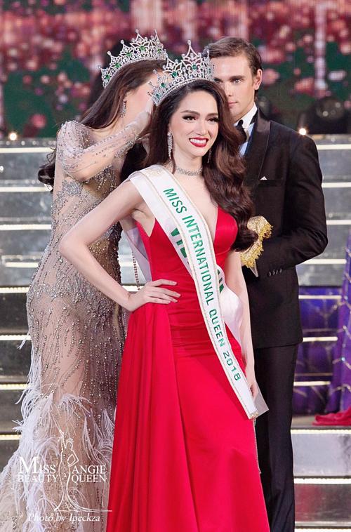Tối 9/3/2018, trong đêm chung kết Miss International Queentại Pattaya (Thái Lan), Hương Giang Idol vượt qua 27 thí sinh chuyển giới đến từ các quốc gia để trở thành tân Hoa hậu Chuyển giới Quốc tế 2018. Trước đó, cô cũng dành giải Hoa hậu Tài năng và Video giới thiệu được nhiều người xem nhất. Đây là thành tích cao nhất của nhan sắc Việt tại sân chơi dành cho người chuyển giới.