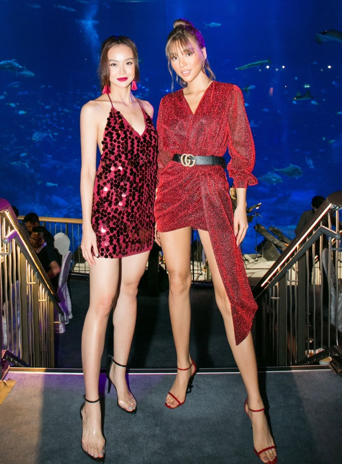 <p> MC Kiều Ngân và người mẫu Khả Trang tông xuyệt tông sắc đỏ rực.</p>