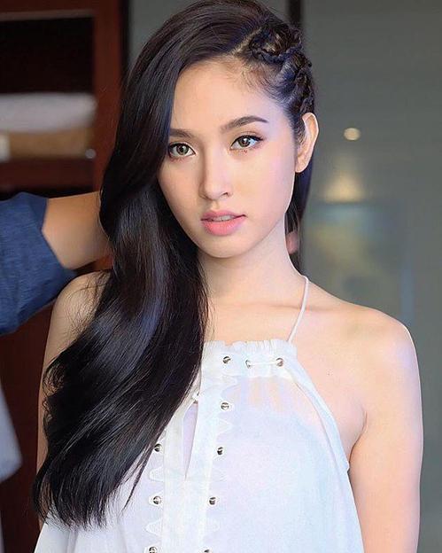 Nong Poy là Hoa hậu Chuyển giới Quốc tế đầu tiên. Cô đăng quang năm 2004. Quyết định chuyển giới năm 17 tuổi và đoạt ngôi vị hoa hậu năm 19 tuổi đã mở ra tương lai xán lạn cho Nong Poy.Cô là hoa hậu chuyển giới có lượng fan hùng hậu nhất. Nong Poy tham gia nhiều phim điện ảnh, là nữ hoàng quảng cáo tại Thái Lan. Nhiều trang tin ở xứ sở chùa Vàng nhận định, vị thế của Nong Poy ngang tầm với Phạm Băng Băng ở Đại lục.