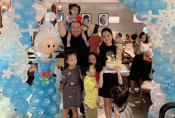 Quang Huy hội ngộ Phạm Quỳnh Anh để cùng chúc mừng sinh nhật con gái.