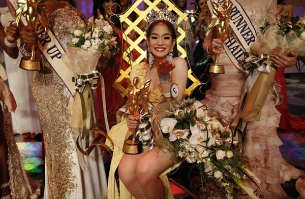 Kevin Balot - đại diện Philippines - đăng quang Hoa hậu Chuyển giới Quốc tế 2012. Đến nay, cô vẫn luôn là cái tên thu hút sự quan tâm của công chúng Philippines không chỉ bởi nhan sắc xinh đẹp mà còn những câu chuyện cởi mở liên quan đến cuộc sống hậu chuyển giới của mình.