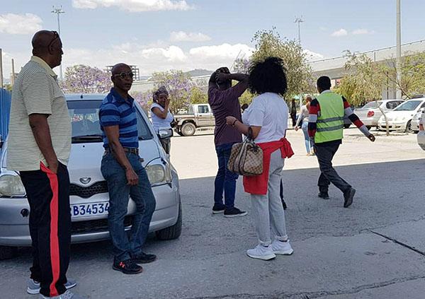 Người nhà hành khách chết lặng chờ tin vụ máy bay rơi tại Ethiopia - 1