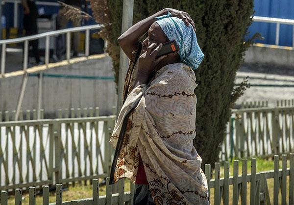 Người nhà hành khách chết lặng chờ tin vụ máy bay rơi tại Ethiopia - 3