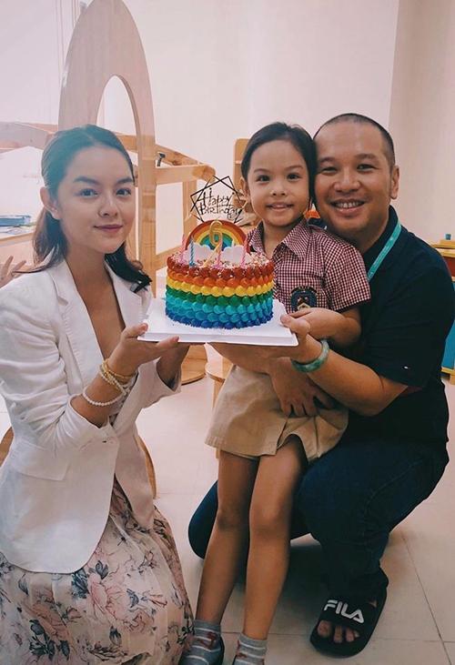 Phạm Quỳnh Anh - Quang Huy cùng chúc mừng sinh nhật con gái.