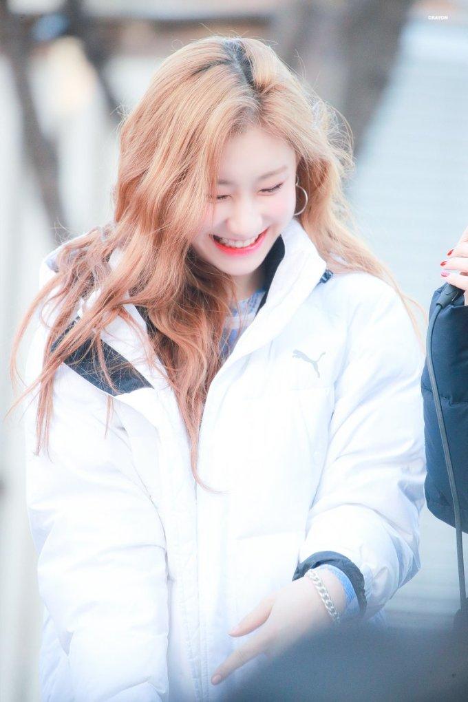 <p> Chae Ryeong mới debut đã nhận nhiều lời chỉ trích vì ngoại hình. Fan phản bác rằng nữ ca sĩ nhìn đáng yêu, xinh đẹp đặc biệt là khi cười.</p>