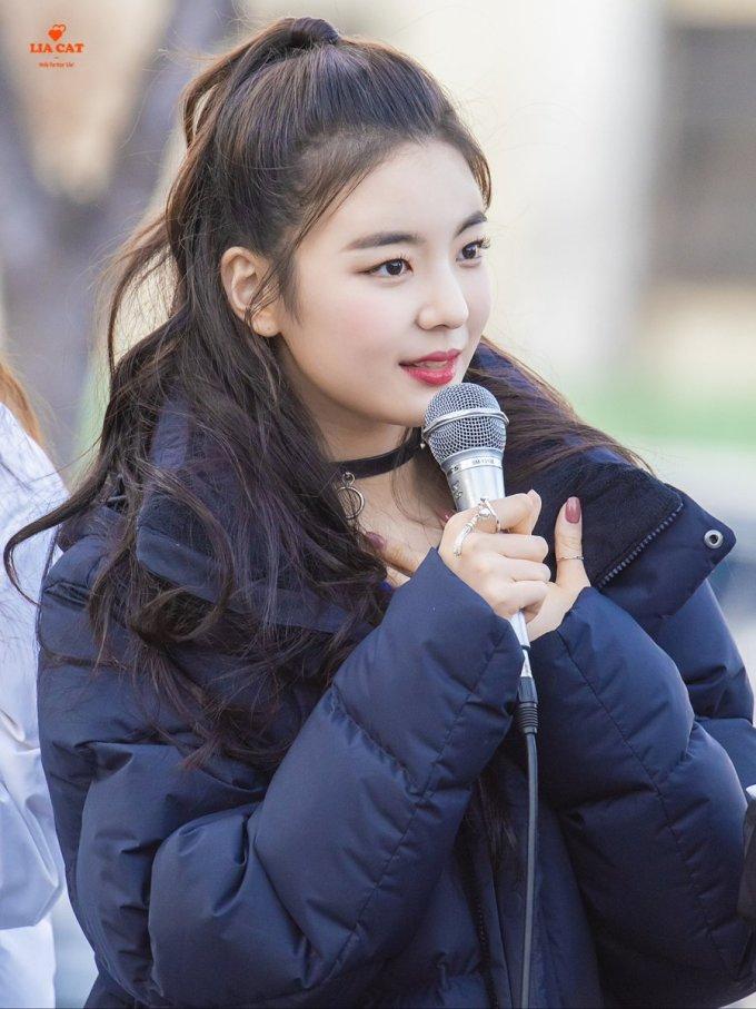"""<p> Lia được coi là một trong những cây hút fan của nhóm. Fancam của nữ ca sĩ có lượt xem """"khủng"""".</p>"""