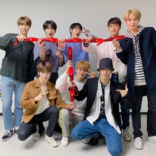 NCT rủ nhau đi xem concert của tiền bối TVXQ.