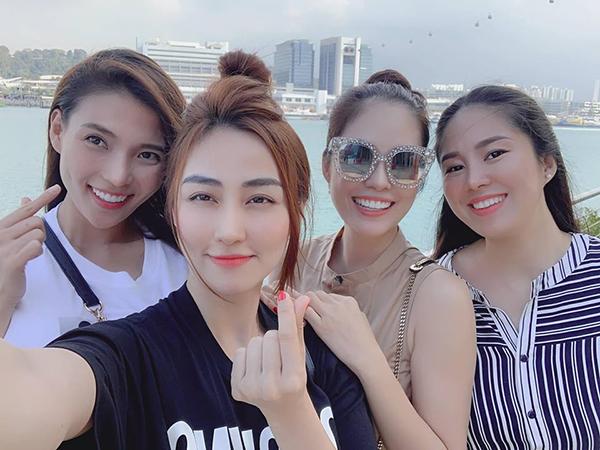 Bộ tứ bạn thân Thúy Diễm - Ngân Khánh - Dương Cẩm Lynh - Lê Phương rủ nhau vi vu Singapore.