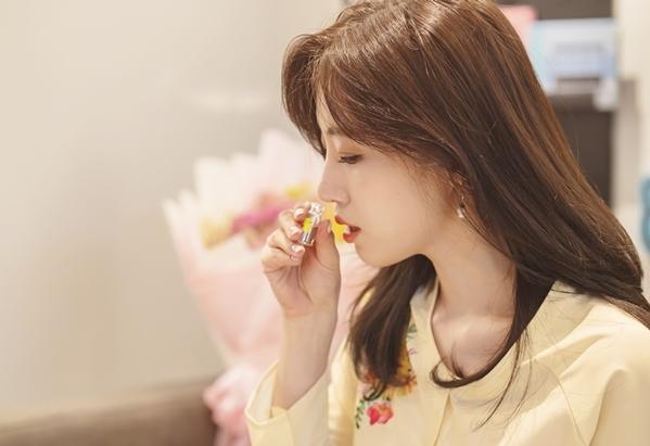 Theo lịch trình bàn đầu, Eun Jung chỉ có một tiếng để làm nến tặng fan, nhưng mải mê sửa sự thất bại của mình nên cô kéo dài. Mình sẽ làm được mà, các bạn yên tâm, Mình không bỏ cuộc đâu...., Eun Jung lý giải.