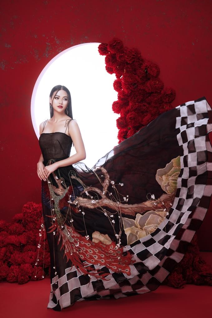 """<p> Đăng quang Hoa hậu Trái đất 2018 được gần nửa năm, Phương Khánh đang tích cực hoàn thành nghĩa vụ của mình. Một số ý kiến nhận xét người đẹp bị """"nhạt"""", thiếu điểm nhấn để được nhớ tới trong showbiz.</p>"""