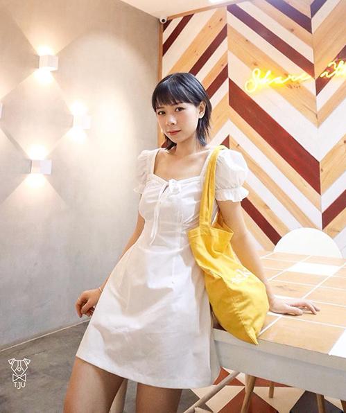 Váy thường được thiết kế với phần ngực ôm chặt vào vòng một nên tạo cảm giác ngực nảy nở hơn, eo thon gọn hơn.