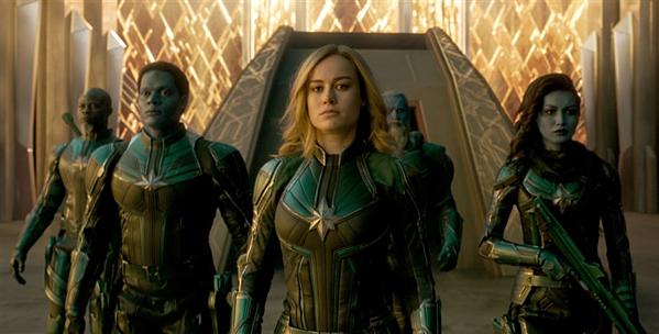 Brie Larson đóng vai chính Captain Marvel có sức mạnh di chuyển cả hành tinh.
