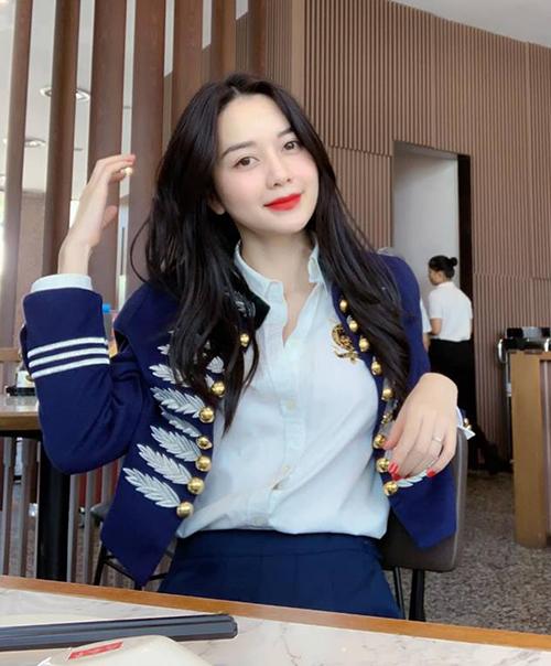 Thiều Bảo Trang được khen trẻ trung như các nữ sinh Hàn.
