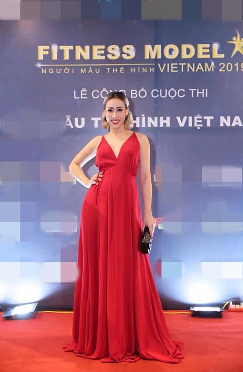 Mang bầu ở tháng thứ sáu nhưng gần đây, Tra Li vẫn được BTC Vietnam Fitness Model 2019 lựa chọn là một trong những thành viên ban giám khảo, tuyển lựa thí sinh cho cuộc thi.