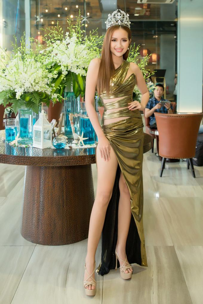 <p> Chiều 12/3, Hoa hậu Ngọc Châu tham dự buổi ký kết về bản quyền cuộc thi Miss Supranational - Hoa hậu siêu quốc gia tại Việt Nam trong 3 năm tới giữa đại diện công ty của Hoa hậu Hải Dương và Chủ tịch cuộc thi Miss Supranational thế giới - ôngGerhard Parzutka Von Lipinski.</p>