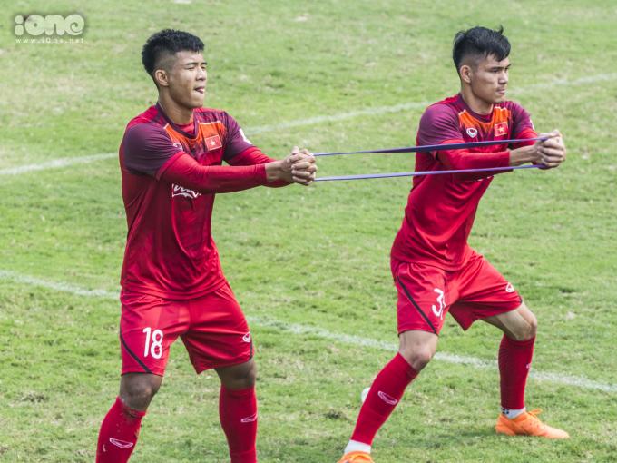 """<p> Được giới chuyên môn đánh giá có thể lực khá tốt, là """"hòn đá tảng"""" của đội tuyển Việt Nam nhưng Đức Chinh khá chật vật để hoàn thành giáo án mà thầy Park đề ra.</p>"""