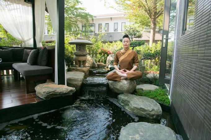 <p> Nhật Kim Anh cho biết thường ngồi ở khu vực này đọc sách, tái tạo năng lượng cho những ngày lao động kế tiếp.</p>