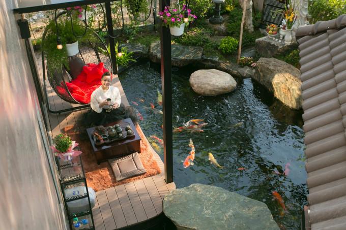 <p> Nhật Kim Anh có căn biệt thự nằm trong khu đô thị cao cấp thuộc huyện Bình Chánh, TP HCM. Nơi đây có hướng nhìn đẹp, gần công viên, thuận tiện cho sinh hoạt. Cô đã chuyển về đây sống nhiều tháng qua nhưng đến nay mới hoàn thiện ngôi nhà.</p>
