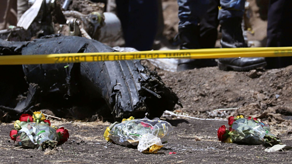 Hiện trường thảm họa máy bay rơi tại Ethiopia.