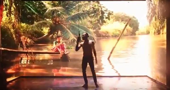 Hình ảnh mờ ảo của Phạm Anh Khoa trong MV mới.