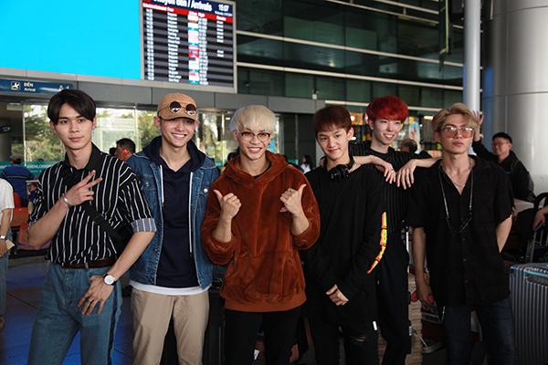 6 chàng trai của Z-Boys gồm Mavin, Josh, Roy, Blink, Gai, Sid và Perry cũng cool ngầu không kém.