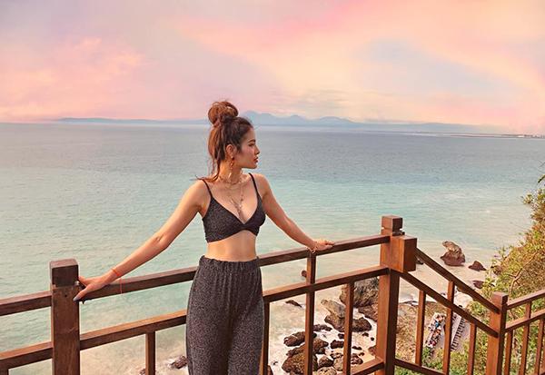 Phương Trinh Jolie liên tục thả thính bằng những bức hình gợi cảm trong chuyến đi Bali dài ngày.