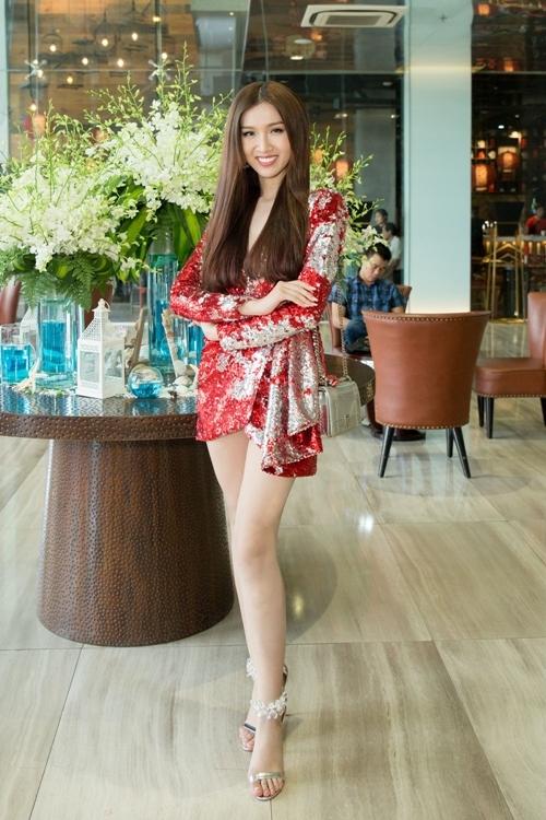 Hoa hậu Chuyển giới Nhật Hà dự sự kiện sau khi vừa trở về từ cuộc thi ở Thái Lan.