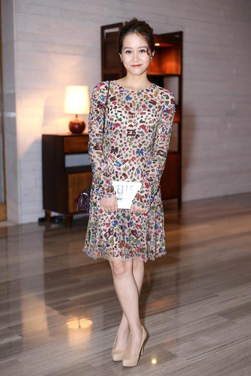 chọn bộ cánh sequin của Monique Lhuillier có giá gần 115 triệu đồng