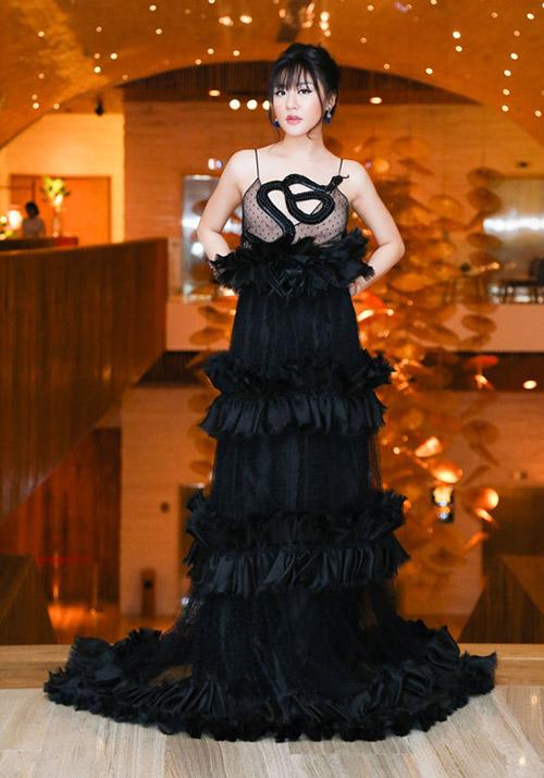 Văn Mai Hương phí hoài khi đầu tư trăm triệu cho váy của Gucci nhưng không mang đến hiệu quả như mong đợi.