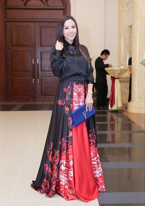 Nhìn bộ cánh của Hoa hậu Thu Hoài, ít ai nghĩ nó có giá đến 140 triệu đồng.