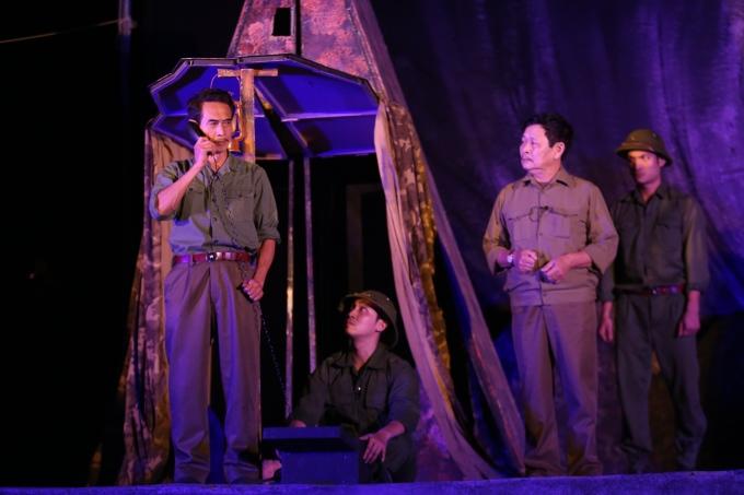 <p> Vở kịch còn có sự góp mặt của một số nghệ sĩ có tiếng như Phú Đôn hay NSƯT Đình Chiến.</p>