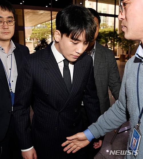 Seung Ri có lịch nhập ngũ vào cuối tháng 3 nhưng công chúng cho rằng anh xứng đáng vào tù hơn là phục vụ trong quân đội.