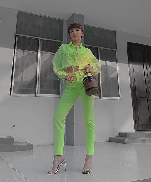 Diện cả cây xanh chuối - Tóc Tiên chứng minh gu thời trang sành điệu.