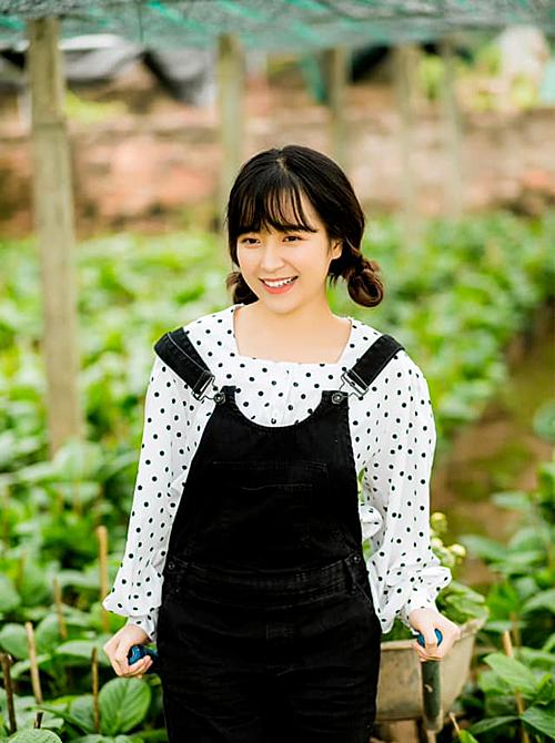 Ngoài đời, Kim Oanh sở hữu nhan sắc thùy mị, dễ thương.