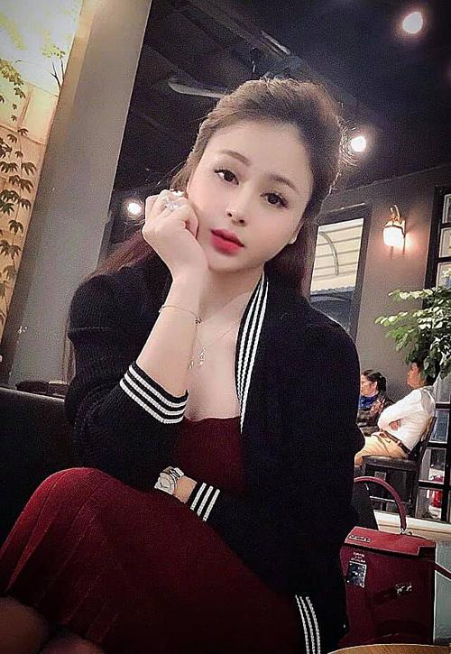 Vẻ gợi cảm, xinh đẹp của Thu Trang ở ngoài đời.