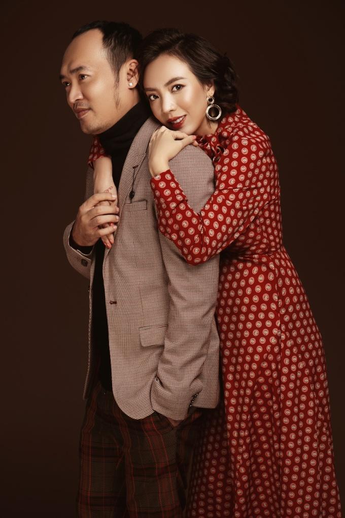<p> Thu Trang - Tiến Luật là cặp nghệ sĩ hài được yêu mến. Họ kết hôn nhiều năm nay, có một câu con trai kháu khỉnh.</p>