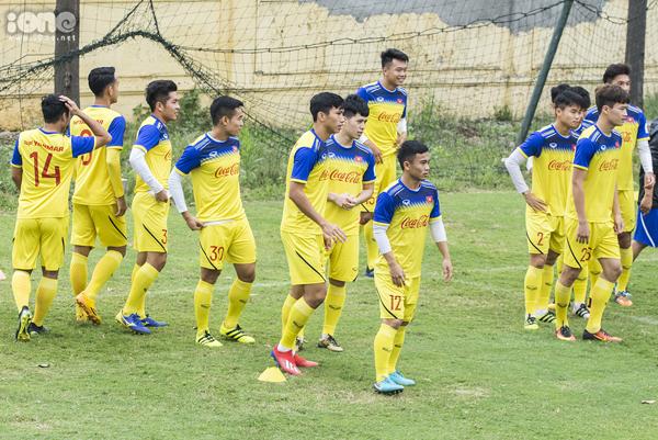 Các cầu thủ trong buổi tập luyện.