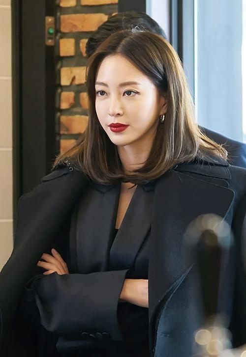 Han Ye Seul vào vai một nữ chủ biên sắc sảo.