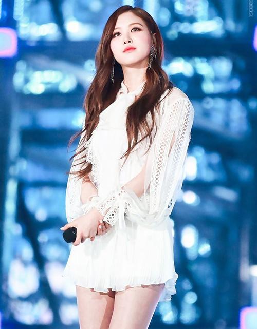 7 kiểu đồ đáng yêu nhất của idol Hàn trong mắt mày râu - 5