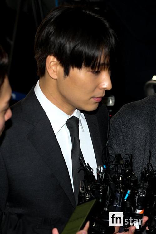 Choi Jong Hoon là một trong 8 thành viên thuộc group chat KakaoTalk gây chao đảo Hàn Quốc những ngày gần đây. Qua bằng chứng tin nhắn, Jong Hoon đang đối mặt với các cáo buộc về phát tán video bất hợp phát, hối lộ cảnh sát, thông đồng bao che với Seung Ri và CEO Yoo về hành vi môi giới mại dâm.