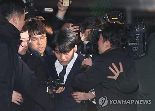 Liên quan diễn biến sự việc, ngày 15/3, Seung Ri và Jung Joon Young đã hoàn thành hơn 20 tiếng lấy lời khai tại Sở cảnh sát. Những nghi phạm khác là CEO Yoo (Yoo In Suk) và Kim (nhân viên Burning Sun, Arena) cũng đã bị cảnh sát triệu tập thẩm vấn. Theo báo Hàn, ngày hôm qua cảnh sát thu được 6 chiếc điện thoại/