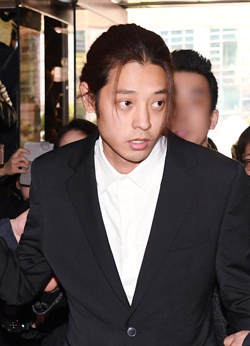 Cảnh sát được cho là đã có đủ bằng chứng để khởi tố Jung Joon Young về tội quay lén, phát tán video bất hợp pháp, vi phạm Điều 14 Đạo luật đặc biệt luật Phòng chống bạo lực tình dục tại Hàn Quốc.