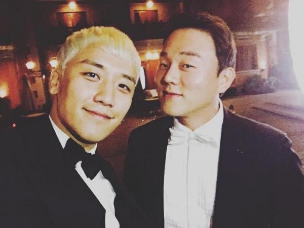 CEO Yoo (bên phải) là người có quyền lực trong group chat.