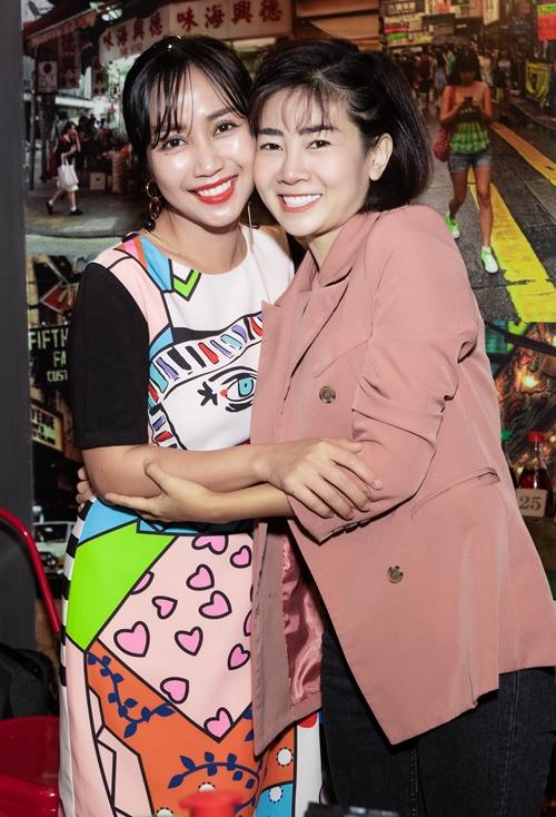 Ốc Thanh Vân dẫn Mai Phương dự sự kiện.