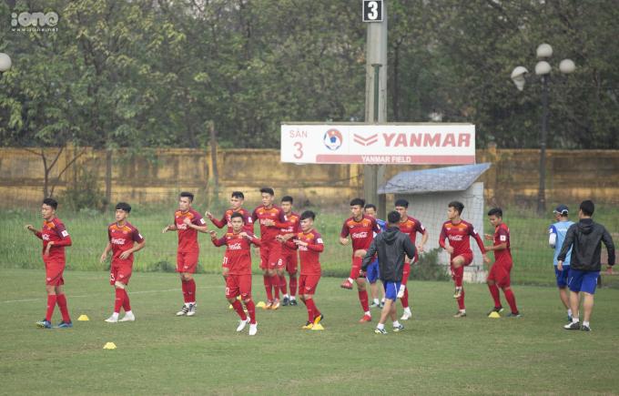 <p> Sau khi HLV Park Hang-seo rút gọn danh sách U23 Việt Nam đợt một, chiều nay ngày 19/3, ban huấn luyện cùng 29 cầu thủ có mặt tại trụ sở Liên đoàn Bóng đá Việt Nam tập luyện.</p>