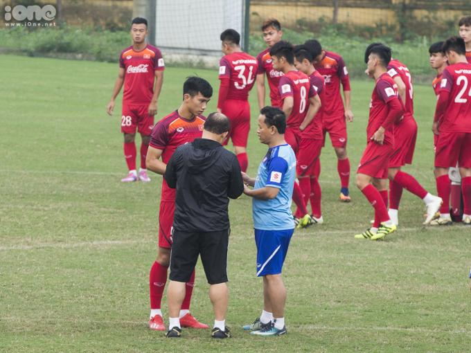 <p> Hậu vệ Đoàn Văn Hậu cũng tiếp thu những chỉ đạo từ HLV Park Hang-seo.</p>