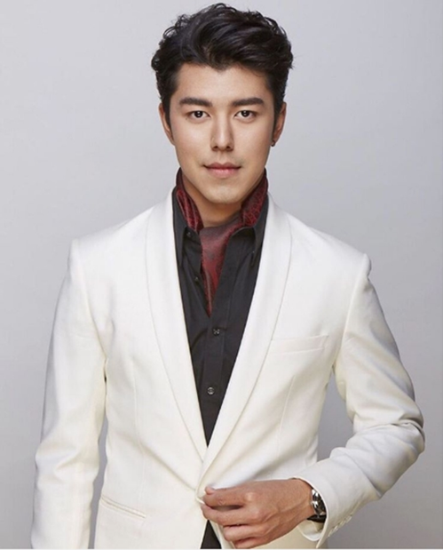 Vẻ điển trai của nam diễn viên Thái Lan Naphat.