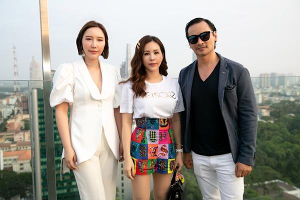 Sinh sống ở Việt Nam nhiều năm, Jmi có mối quan hệ với nhiều nghệ sĩ showbiz như Hoa hậu Thu Hoài, siêu mẫu - diễn viên Đức Hải... Cô hiện tham gia giảng dạy âm nhạc tại nhiều trường cấp 1, cấp 2 và cho khoa Giao hưởng Đại học Quốc tế TP HCM.