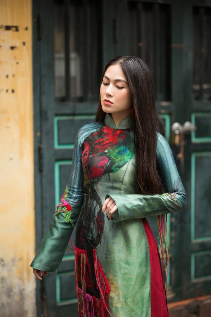 <p> Hoa hậu Tuyết Nga vừa thực hiện loạt ảnh mới trong trang phục áo dài tại Hà Nội.</p>
